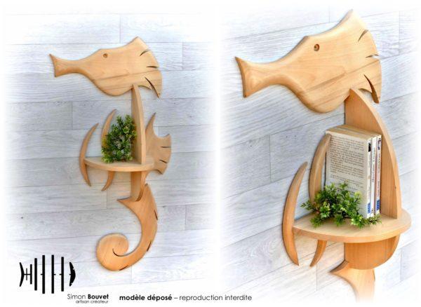 étagère hippocampe avec des livres et des plantes d'ornements