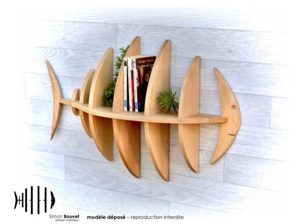 étagère poisson 80cm vue avant avec livres et plantes vertes