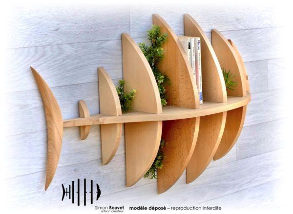 étagère poisson 80cm vue arrière avec livres et plantes vertes