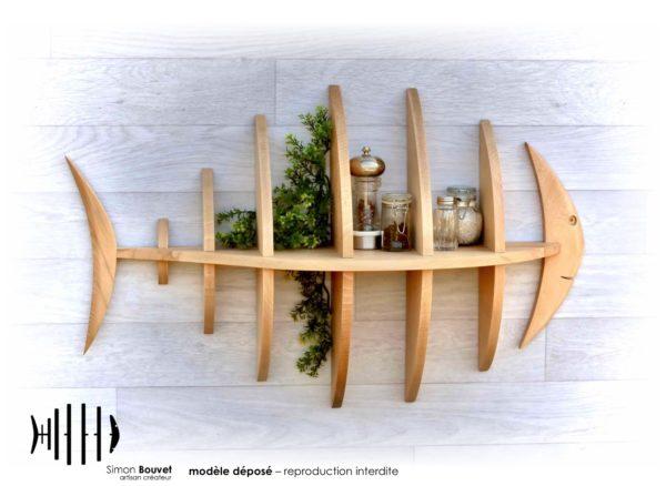 étagère poisson 80cm vue de face avec pots à épices et plantes vertes