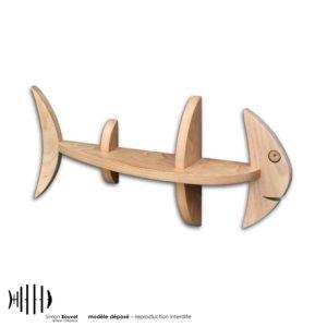 petite étagère murale en bois massif en forme de poisson