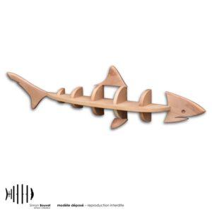 étagère murale en bois massif en forme de requin