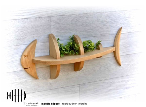 étagère poisson 46cm vue de devant avec plantes vertes