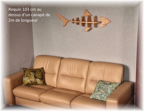 étagère requin 103cm au dessus d'un canapé de 2m de longueur