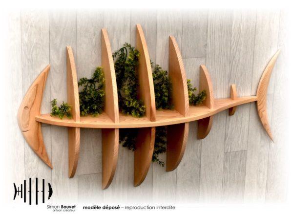 étagère poisson 103cm vue de profil avec plantes vertes