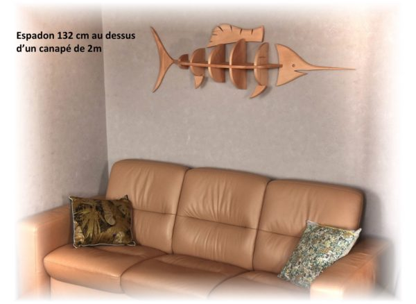 étagère espadon 132cm au dessus d'un canapé de 2m de longueur